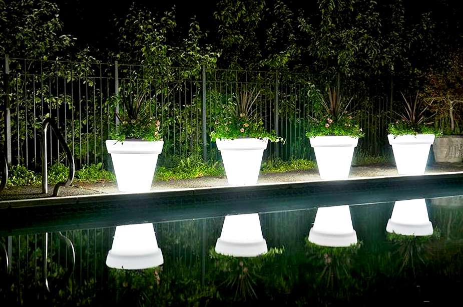Choose And Buy Illuminated Planters For An Outdoor Decoration Snaplant Com