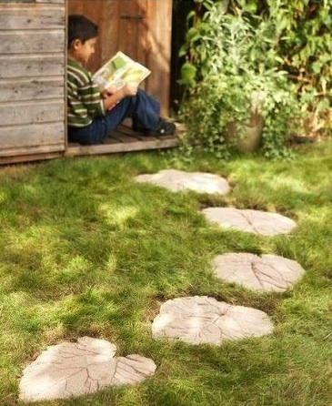 Leaf garden stepping stones